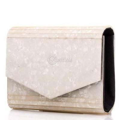 Стилна дамска чанта тип плик в перлено бяло
