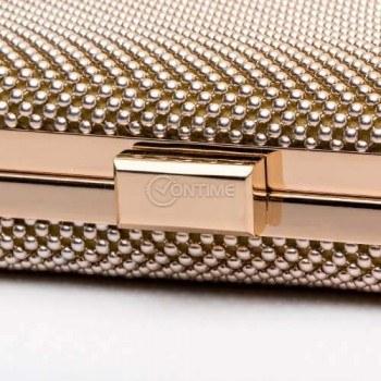 Чанта клъч в златис цвят