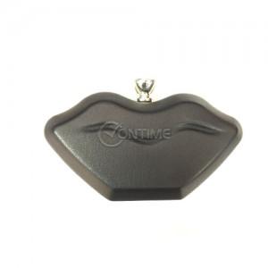 Черна дамска чанта сърце с красива закопчалка