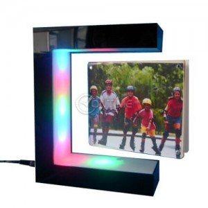 Левитираща фото рамка със светеща стойка