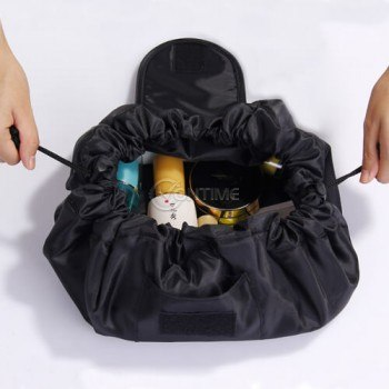 Чанта за гримове при пътуване