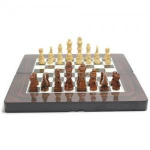 Шах и табла с дървени фигури