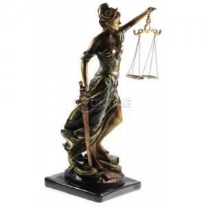 Темида статуетка - богинята на правосъдието