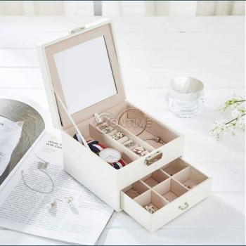 Куфарче за бижута и козметика с огледало
