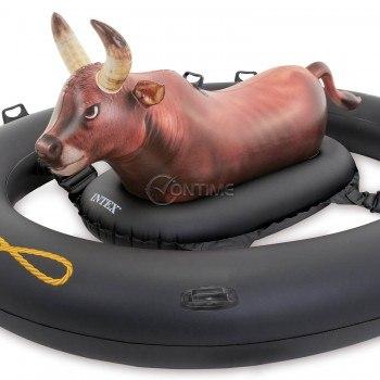 Надуваем бик за водно Родео Intex Inflatabull