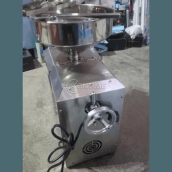 Машина за студено извличане на растителни масла