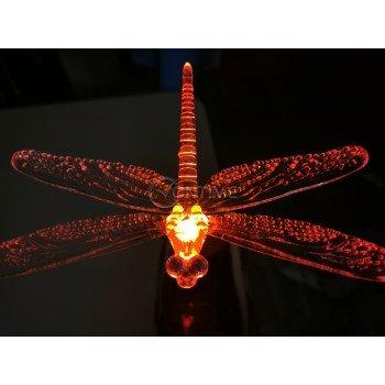 Соларна лампа, пеперуда и водно конче
